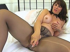 Queen Of Scotland Toni Lace Is At Your Service Hd Porn B2